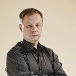 Dr. Algirdas Lukošiūnas  med. mokslų daktaras, docentas, burnos, veido ir žandikaulių chirurgas   ( licencijos nr. MPL-08740 )